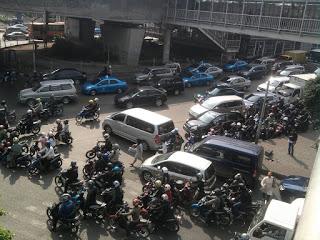 suasana jakarta   Kota Jakarta   Foto Macet Jakarta   Universitas Borobudur   Busway   Bus Transjakarta   Keadaan jakarta   Merantau   Tujuan Merantau   Resimen Mahasiswa Batalyon 027/BS Universitas Borobudur